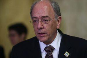 Brasília - Presidente da Petrobras, Pedro Parente durante fala da sanção da Lei que flexibiliza a operação e novos investimentos na camada petrolífera do pré-sal, no Palácio do Planalto (Valter Campanato/Agência Brasil)