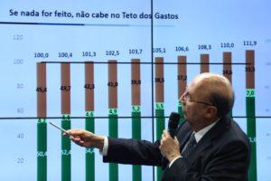 Brasília - Ministro da Fazenda, Henrique Meirelles, se reúne com a bancada do PSB na Câmara dos Deputados para discutir a Reforma da Previdência (Fabio Rodrigues Pozzebom/Agência Brasil)