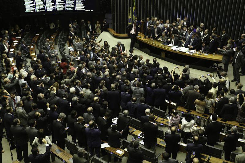 Brasília - Deputados discutem no Plenário da Câmara após governo determinar reforço de tropas federais para proteger Esplanada (Fabio Rodrigues Pozzebom/Agência Brasil)
