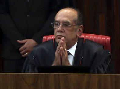 Brasília - O presidente do TSE, ministro Gilmar Mendes, na retomada do julgamento da ação em que o PSDB pede a cassação da chapa Dilma-Temer (José Cruz/Agência Brasil)